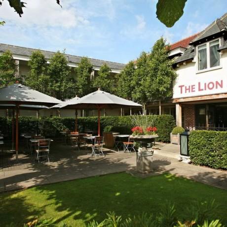 Alfresco Eating at The Lion Inn
